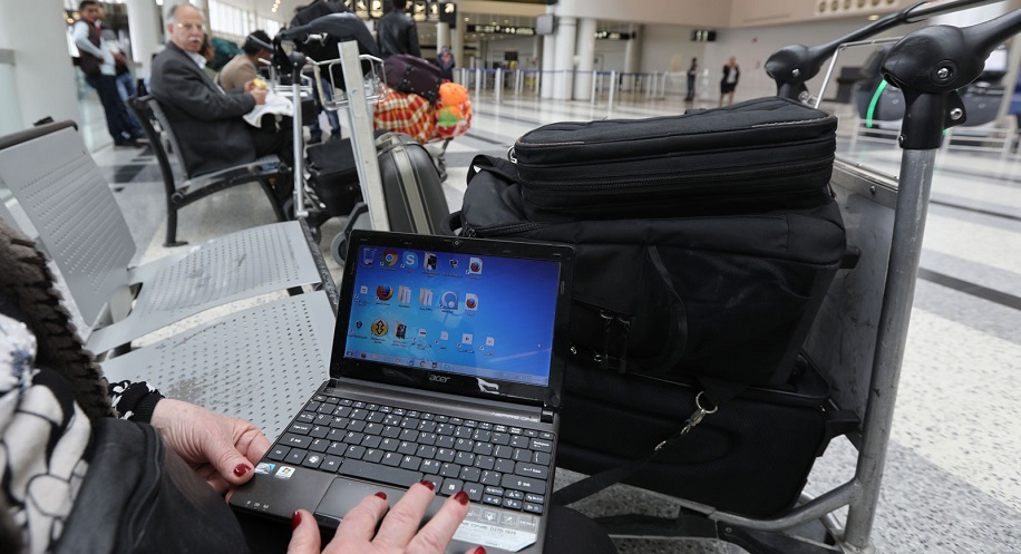 laptop while travelling